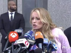 VIDEO: Stepping into Manhattan Courthouse, Swarmed Stormy Stumbles in Strappy Stilettos