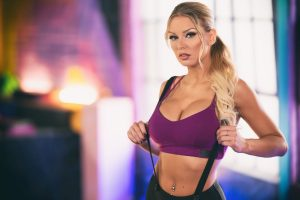 Kenzie Taylor @thekenzietaylor Signs With Motley Models